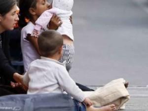 700_dettaglio2_elemosina-bambini-rom-foto-Afp