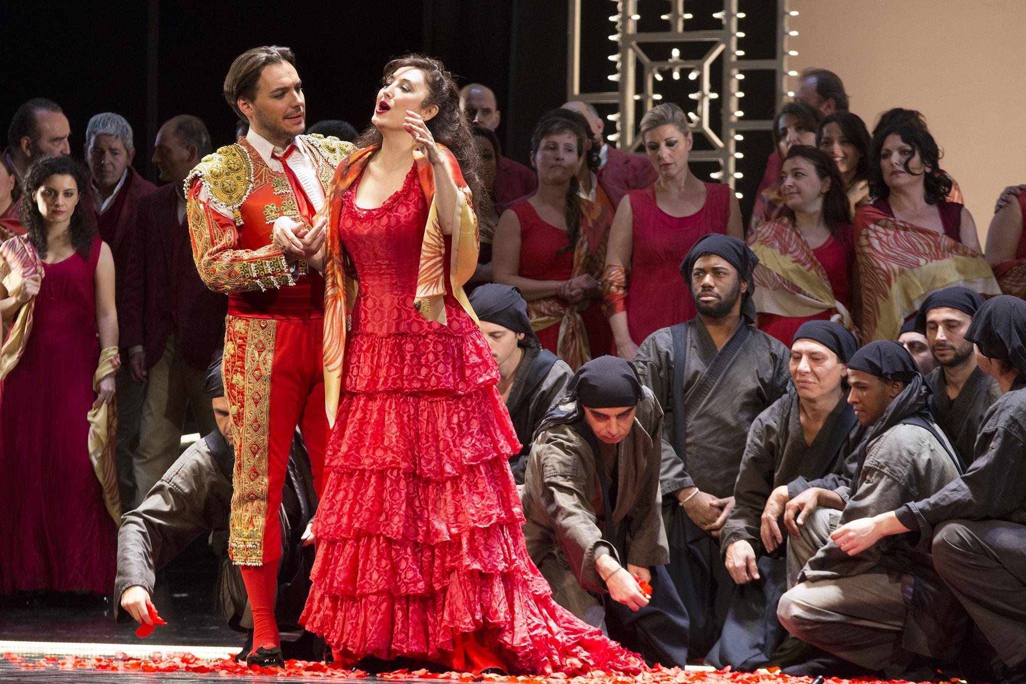"""TEATRO SAN CARLO. Su il sipario, serata magica con la """"Carmen"""" di ..."""