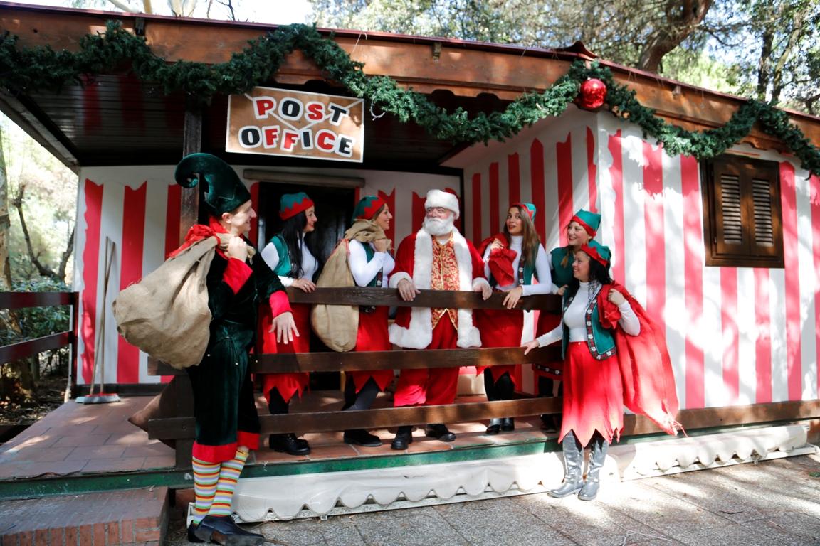 La Casa Di Babbo Natale Napoli.Lovepress Santa Claus Village Alla Mostra D Oltremare Arriva Babbo Natale Con Renne Elfi E Tanti Giocattoli